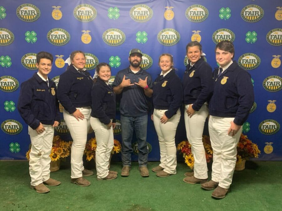 Members+of+the+Selma+High+FFA+Swine+Team+at+the+annual+FFA+gathering+at+the+Fresno+Fair.+From+left+to+right+Jordyn+Ramirez%2C+Dani+Aragon%2C+Jillian+Ramirez%2C+Mr.+Calvert%2C+Jewel+Allen%2C+Lucy+Freeman%2C+and+Gabriel+Coigny.